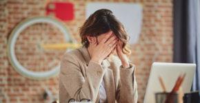 Femme au bord du burn-out au travail (Istock)