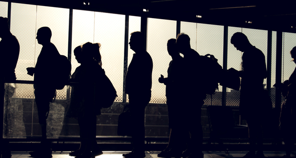 Personnes en train de faire la queue à Pôle Emploi (Istock)