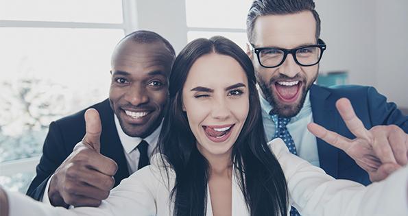 Groupe de salariés content (Istock)