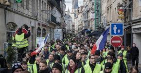 Gilets jaunes dans les rues France