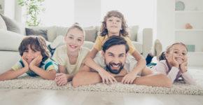 Devenir assistant·e maternel·le (Istock)